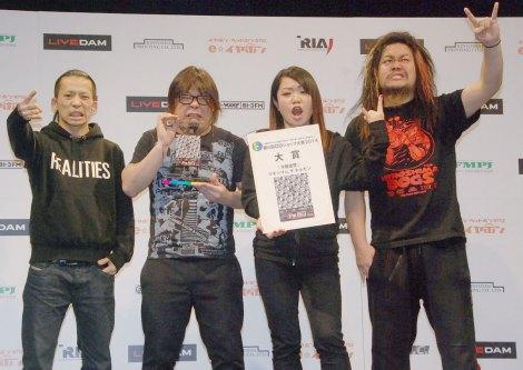 『第6回CDショップ大賞2014』大賞を受賞したマキシマム ザ ホルモン(左から)上ちゃん、ダイスケはん、ナヲ、マキシマムザ亮君 (C)ORICON NewS inc.