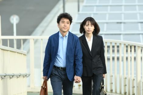 TBS 『大恋愛〜僕を忘れる君と 特別編』より(左から)ムロツヨシ、戸田恵梨香(C)TBS