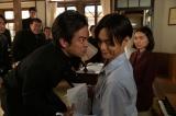 連続テレビ小説『エール』第8週・第36回より。公募ですでに決定している「紺碧の空」の詩に、曲をつけてほしいとお願いされた裕一(窪田正孝)(C)NHK
