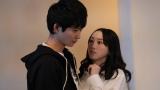 ドラマ『30禁 それは30歳未満お断りの恋。』に出演する(左から)鈴木仁、松井玲奈 (C)畑亜希美/小学館 フジテレビジョン