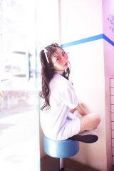 重版が決定した上坂すみれ写真集『すみれいろ』(東京ニュース通信社刊)