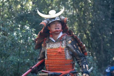 大河ドラマ『麒麟がくる』第21回「決戦!桶狭間」より。今川義元との戦で勝利した織田信長(染谷将太)(C)NHK