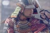 大河ドラマ『麒麟がくる』第21回「決戦!桶狭間」より。今川義元に肉薄し、 首級をあげた 毛利新介(今井翼) (C)NHK