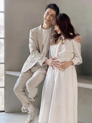 サムネイル 第1子妊娠を発表したJOY&わたなべ麻衣夫妻