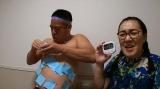 「30秒間で体に付せんを最も多く貼る世界記録」に再挑戦するチェリー吉武(C)ABCテレビ