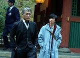 6月16日スタートの吉川晃司(左)主演『探偵・由利麟太郎』右は共演の志尊淳 (C)カンテレ