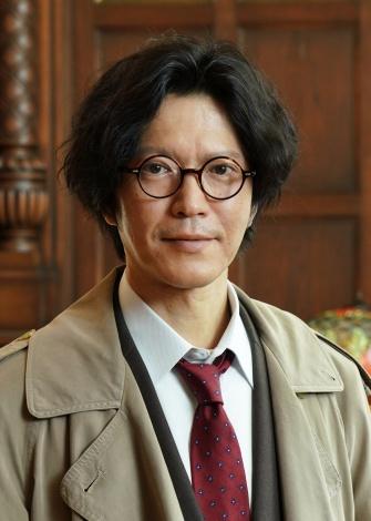 吉川晃司主演ドラマ『探偵・由利麟太郎』に出演する田辺誠一 (C)カンテレ