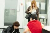 アユのためなら土下座だってするマサ(三浦翔平)=第4話(6月13日放送)より(C)テレビ朝日/AbemaTV,Inc.