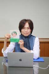 『ねぇママ?僕のお願い!』(双葉社)の発売記念オンラインイベントを開催するつんく♂(C)つんく♂・なかがわみさこ/双葉社