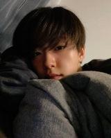 『ViVi 8月号』より自撮りオフショットを公開したJO1・河野純喜