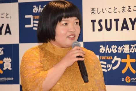 漫画賞『みんなが選ぶTSUTAYAコミック大賞』(第4回)の授賞式に登場したおかずクラブ・オカリナ