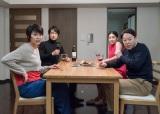 6月21日放送、ドラマスペシャル『スイッチ』(左から)松たか子、眞島秀和、中村アン、阿部サダヲ (C)テレビ朝日
