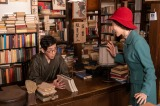 喫茶「バンブー」の店主・恵(仲里依紗)と保(野間口徹)のなれ初めの物語(C)NHK