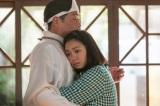 連続テレビ小説『エール』第12週・第56回より。父安隆(光石研)との再会を喜ぶ音(二階堂ふみ)(C)NHK