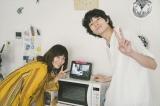 オリジナルドラマ『love distance』夫婦役で共演した水川あさみと清原翔、撮影中のオフショット(C)Paravi
