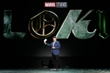 『Loki(ロキ)』についてプレゼンテーションするファイギ社長=『D23Expo2019』Disney+ Showcase(C)2019 Getty Images