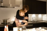 土曜ナイトドラマ『M 愛すべき人がいて』第6話(6月27日放送)より。まさに幸せの絶頂——この時間がずっと続けばいいのに…(C)テレビ朝日/AbemaTV,Inc.