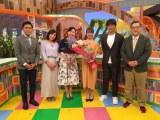 静岡朝日テレビを退社する森直美アナウンサー(左から4人目 写真:静岡朝日テレビ提供)