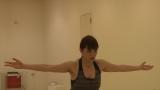 「相撲ヨガ」に挑戦する三谷紬アナウンサー=6月27日深夜放送、『動画、はじめてみました 〜気になる美容!女子アナが試してみたSP〜』 (C)テレビ朝日