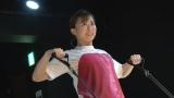 「BOARD30」に挑戦する山本雪乃アナウンサー=6月27日深夜放送、『動画、はじめてみました 〜気になる美容!女子アナが試してみたSP〜』 (C)テレビ朝日