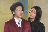 『美食探偵 明智五郎』 最終話場面カット(左から)中村倫也、小池栄子 (C)日本テレビ