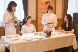 『美食探偵 明智五郎』最終話に出演する(左から)仲里依紗、小芝風花、志田未来、小池栄子(C)日本テレビ