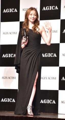 久々のドレス姿に笑顔を見せた香里奈=メンズスキンケアブランド『AGICA(アジカ)』の新商品発表会 (C)ORICON NewS inc.