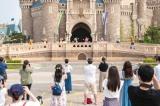 キャラクターによるご挨拶(パレードルート)(C)Disney