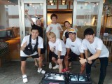 『INGプロジェクト2020〜お弁当でひとり親家庭の力に〜』を行った手越祐也(中央)