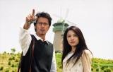 山田奈緒子(仲間由紀恵)、上田次郎(阿部寛)のコンビが誕生した、2000年7月7日の初回放送からまもなく20周年の『トリック』 (C)テレビ朝日
