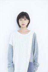 NHK・BSプレミアムで8月15日放送、ドキュメンタリードラマ『Akiko's Piano 被爆したピアノが奏でる和音(おと)』に出演する芳根京子