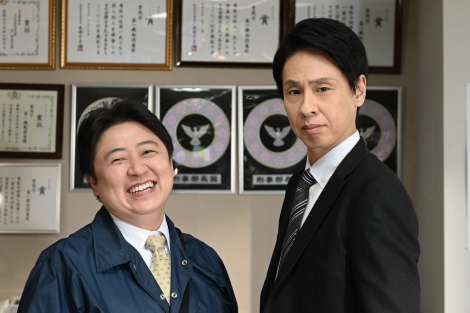 『MIU404』に出演する吉田ウーロン太、大倉孝二 (C)TBS