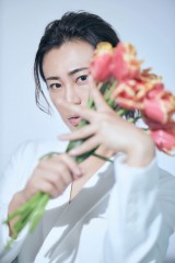 『氷川きよし写真集 kii-natural』(撮影:廣瀬靖士/主婦と生活社)誌面未掲載カット