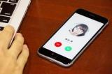 世界初のスマートフォン通話連動型の試み。PCとスマホを同期設定すると篠崎愛から電話がかかってくる