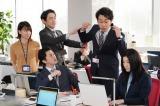 『ハケンの品格』第5話に出演する(左から)山本舞香、勝地涼、小泉孝太郎、大泉洋、篠原涼子 (C)日本テレビ