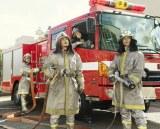 映画『浅田家!』から消防士姿の家族写真が公開(C)2020「浅田家!」製作委員会