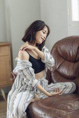 自身がプロデュースした『リブニットブラ』を着用した近藤千尋