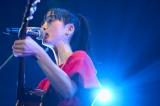 昨年行われた『SPICA TOUR』で歌う松井玲奈