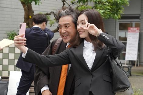 2日スタート『親バカ青春白書』に出演するムロツヨシ、永野芽郁 (C)日本テレビ