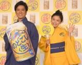 ノリノリで阿波おどりを披露した(左から)桐谷健太、小島瑠璃子=キリンビール『新のどごし〈生〉オンラインまつり』 (C)ORICON NewS inc.