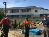 7月26日放送、『緊急SOS!池の水ぜんぶ抜く大作戦』日本最古のプール、長州藩の藩校・明倫館の水練池の水抜きに駆けつけたロンブー淳と生駒里奈(C)テレビ東京
