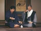 「松竹梅」新CMで共演した(左から)石原裕次郎さん、渡哲也