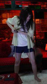 『妖怪シェアハウス』第1話より。妖怪化した小芝風花の衝撃シーン(C)テレビ朝日