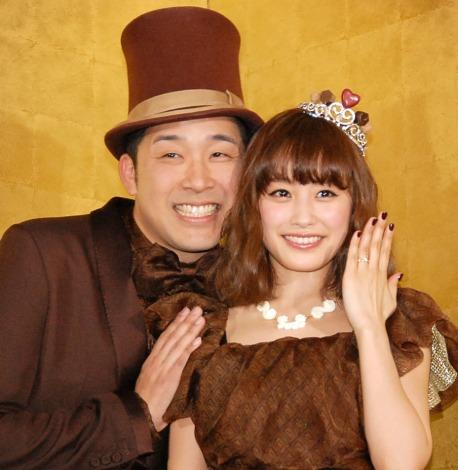 サムネイル あべこうじ、高橋愛夫妻(写真は2014年撮影)(C)ORICON NewS inc.