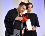 『第57回ギャラクシー賞』テレビ部門フロンティア賞を受賞した(左から)神田伯山、古舘理沙氏(C)ORICON NewS inc.