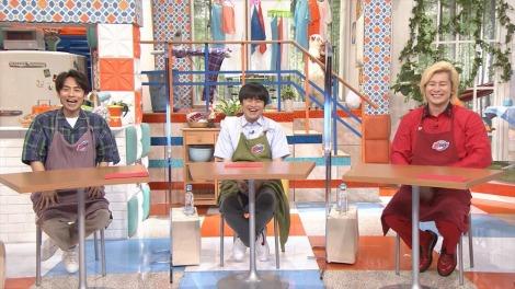 MCの家事ヤロウ(左から)中丸雄一、バカリズム、カズレーザー=8月4日放送、『家事ヤロウ!!!3時間スペシャル』 (C)テレビ朝日