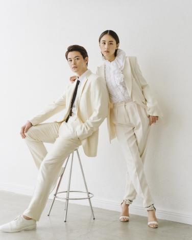 結婚を報告した(左から)瀬戸康史、山本美月