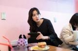 大谷玲奈役で松田るかが出演(C)「女子グルメバーガー部」製作委員会