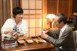 金曜ドラマ『MIU404』に出演する(左から)綾野剛、小日向文世(C)TBS