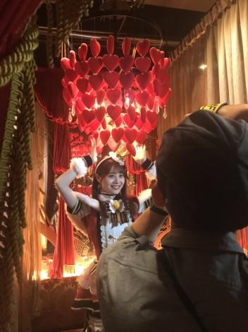 声優・伊藤美来のトレーディングカード「みっくす みっく」撮影オフショット